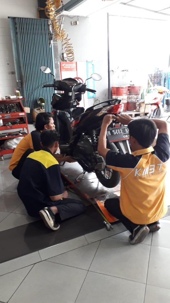 Pelaksanaan PKL Teknik dan Bisnis Sepeda Motor